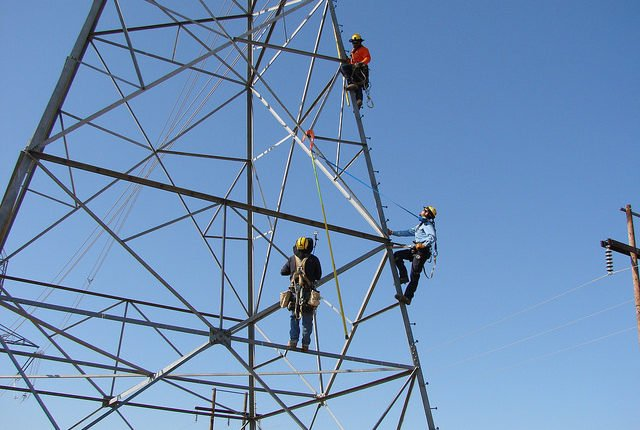 workers who know about fall protection procedures